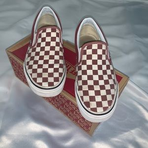 Checkers red slip in vans W 8 1/2